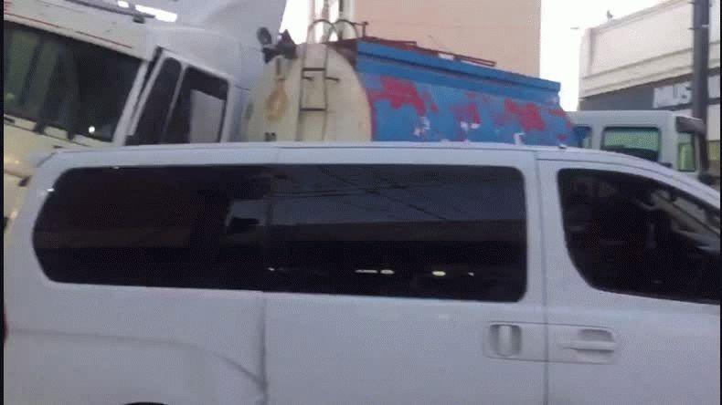Un camión se quedó  sin frenos y arrastró a más de cinco vehículos
