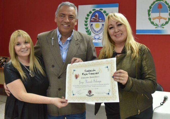Jorge Soloaga recibió la distinción en manos de la presidente de la Fundación