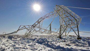 Como consecuencia de un temporal invernal cayeron 55 torres de la línea de alta tensión que transportaba la energía generada en el complejo Futaleufú.