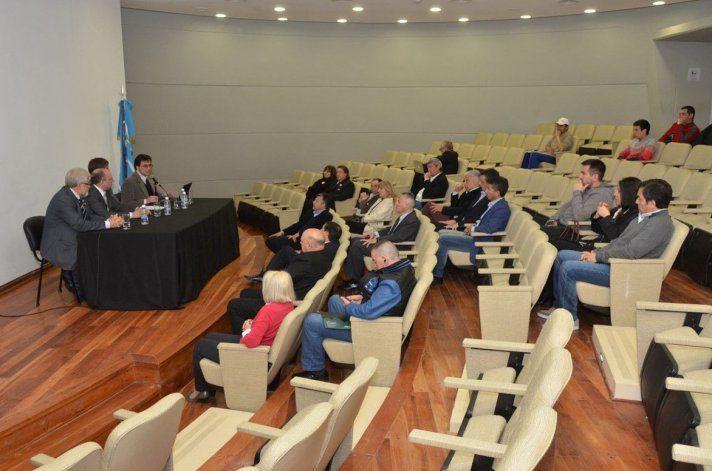Los representantes de la Federación Internacional de Educación Física disertaron en el auditorio de la Legislatura sobre el incremento del sedentarismo en el mundo.