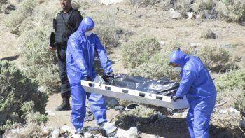El cadáver fue retirado a media tarde y trasladado a la morgue del Hospital Zonal donde se le practicaría la autopsia que establecería las causales del deceso.