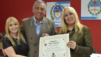 Jorge Soloaga recibió la distinción en manos de la presidente de la Fundación, Liliana Sanucci –derecha– y de la diputada nacional por Tucumán, Mirta Soraire.