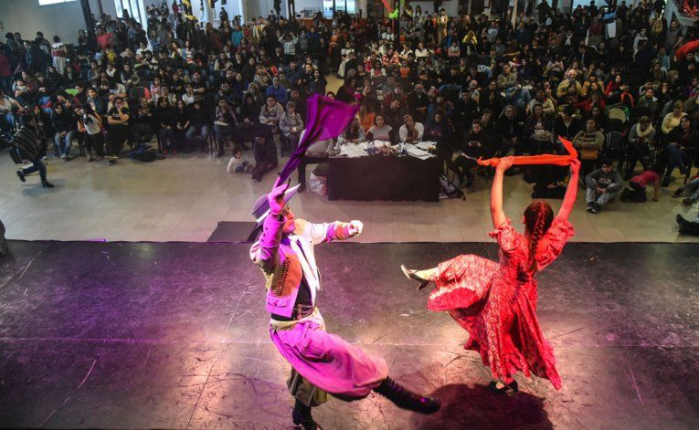 Los certámenes de folklore atrajeron una gran cantidad de público en el Centro Cultural