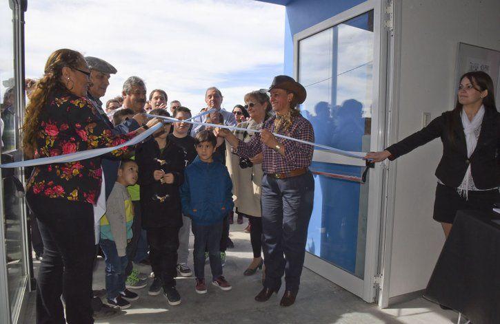 Un emotivo acto se concretó ayer en Caleta Córdova donde familiares y amigos de Andrés Jozwicki participaron de la inauguración del Centro Cultural que lleva su nombre.